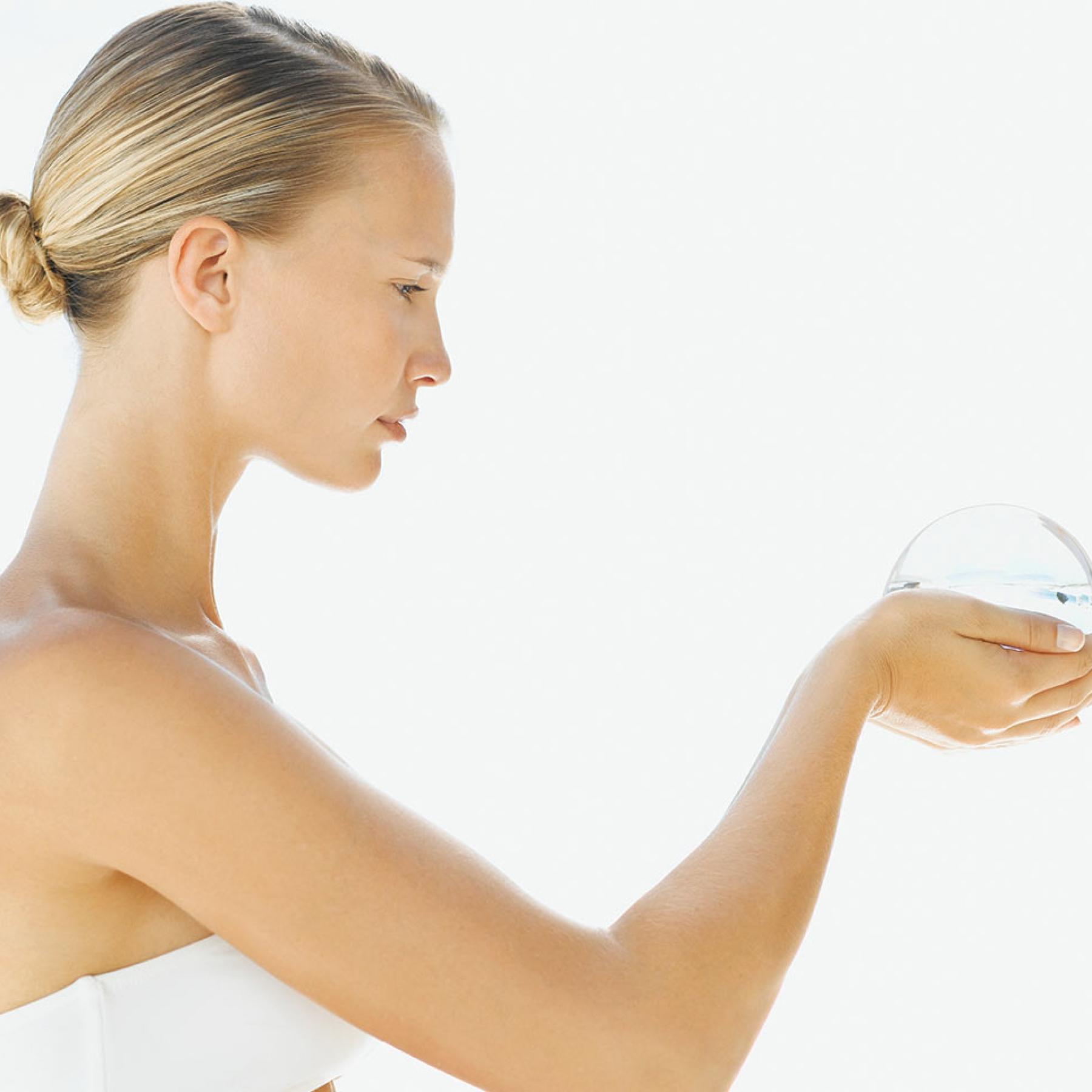 Біоревіталізація шкіри рук
